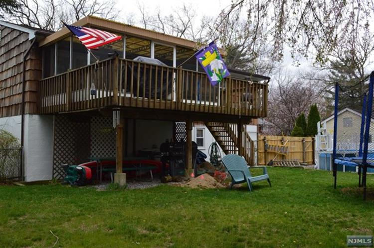 37 Spring Ave, West Milford, NJ - USA (photo 2)