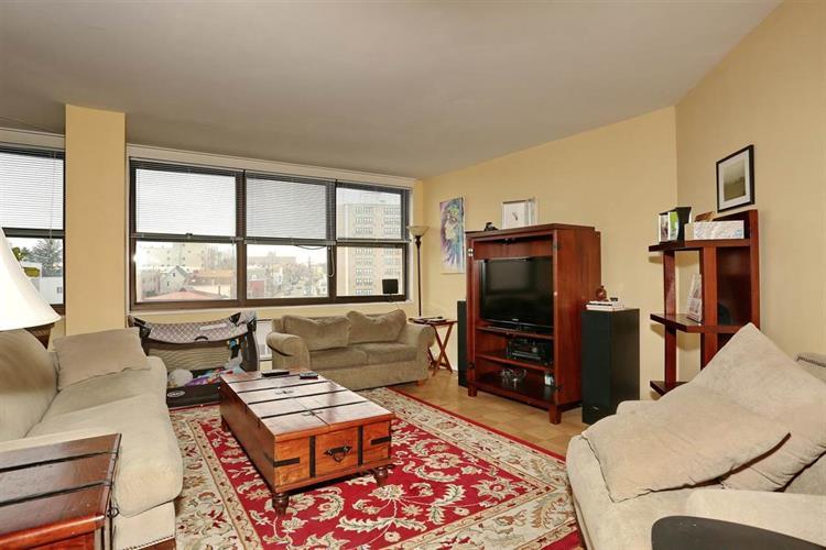 7004 Blvd East, Unit 23a 23a, Guttenberg, NJ - USA (photo 3)