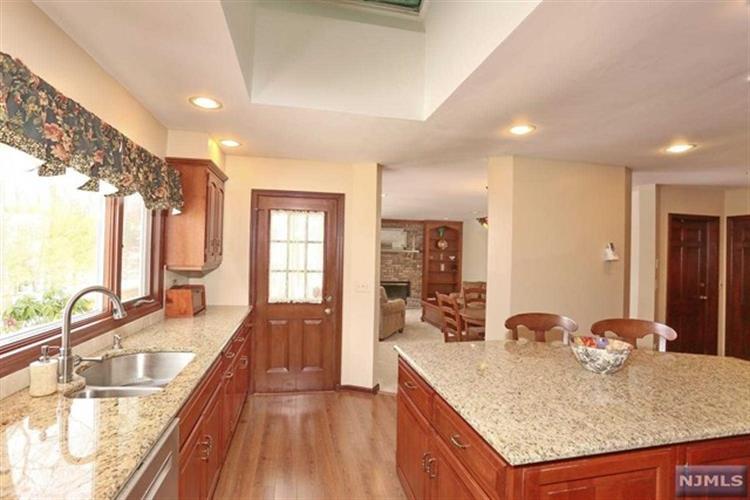 989 Hillcrest Rd, Ridgewood, NJ - USA (photo 4)