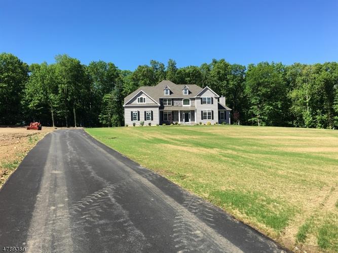 7 Quaker Ridge Ct, Franklin Twp, NJ - USA (photo 2)