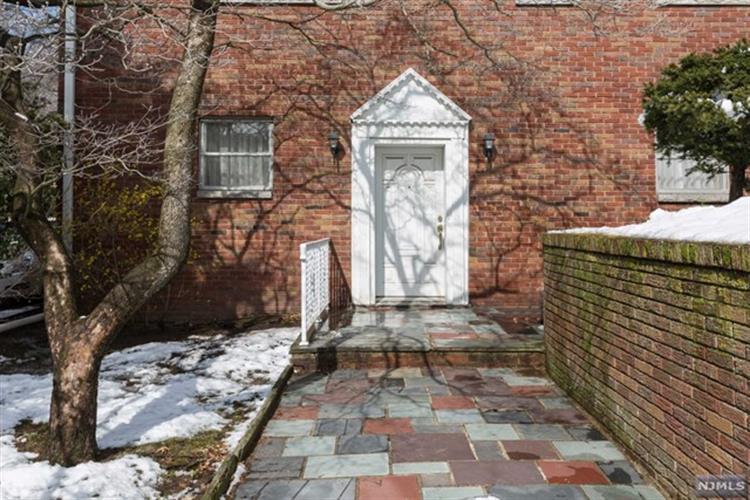 183 Oakdene Avenue, Leonia, NJ - USA (photo 2)