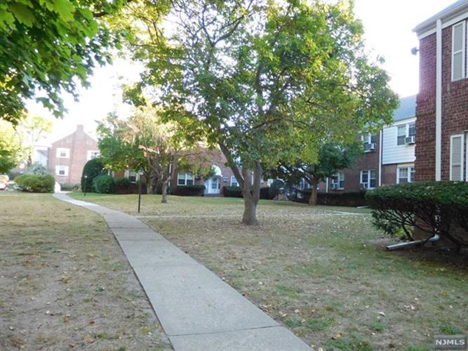 139a River Drive, Elmwood Park, NJ - USA (photo 2)