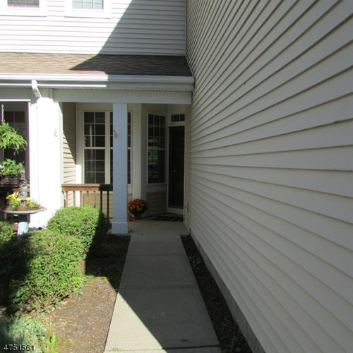 410 Homestead Ct, Lopatcong, NJ - USA (photo 2)