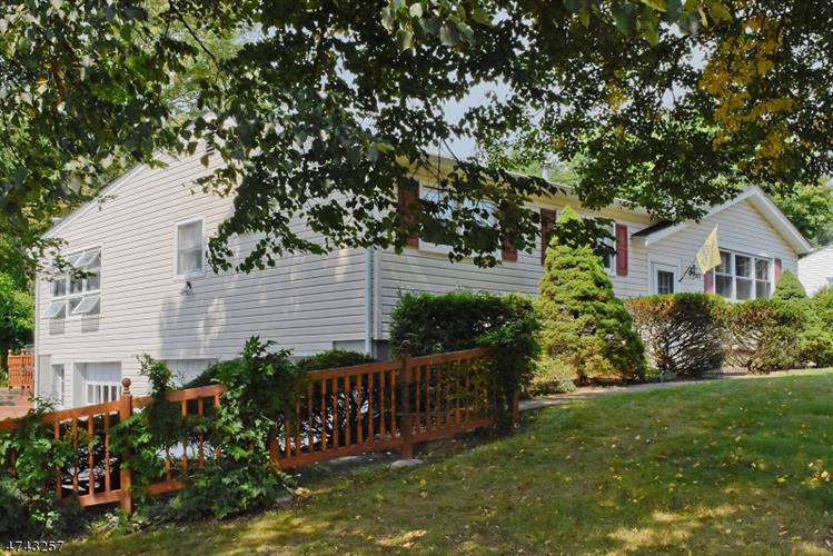 501 E Baldwin St, Hackettstown, NJ - USA (photo 3)