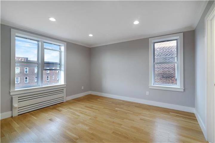 90-10 34th Avenue 6-i, Jackson Heights, NY - USA (photo 1)