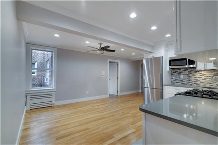 90-10 34th Avenue 6-i, Jackson Heights, NY - USA (photo 2)