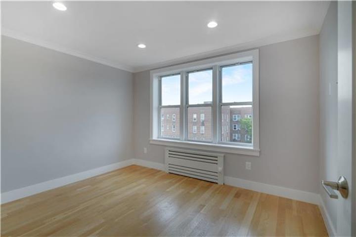 90-10 34th Avenue 6-i, Jackson Heights, NY - USA (photo 4)