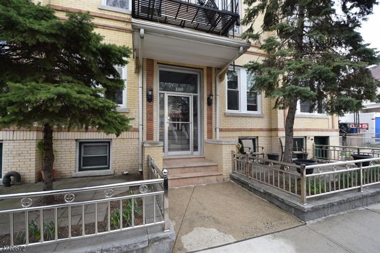 194-196 Pearsall Ave 8, Jersey City, NJ - USA (photo 1)
