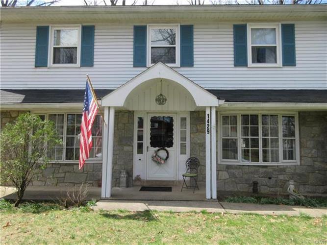 1429 Stafore Drive, Hanover Twp, PA - USA (photo 2)