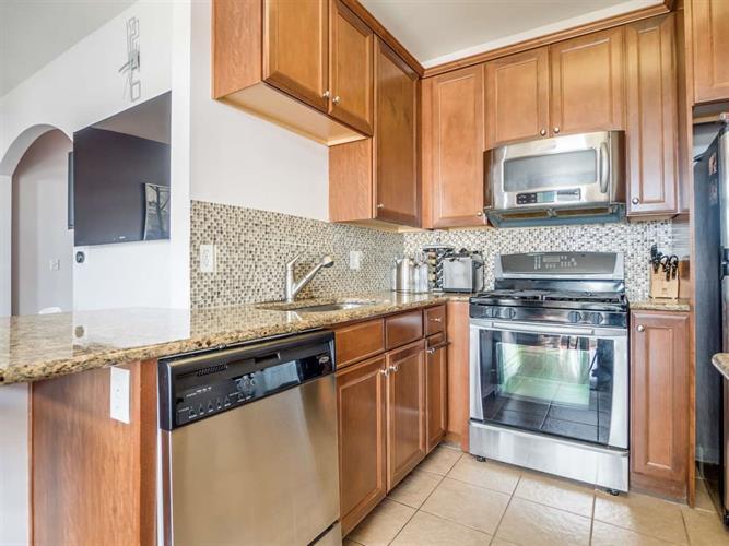 275 Custer Ave, Unit #222 222, Jersey City, NJ - USA (photo 3)