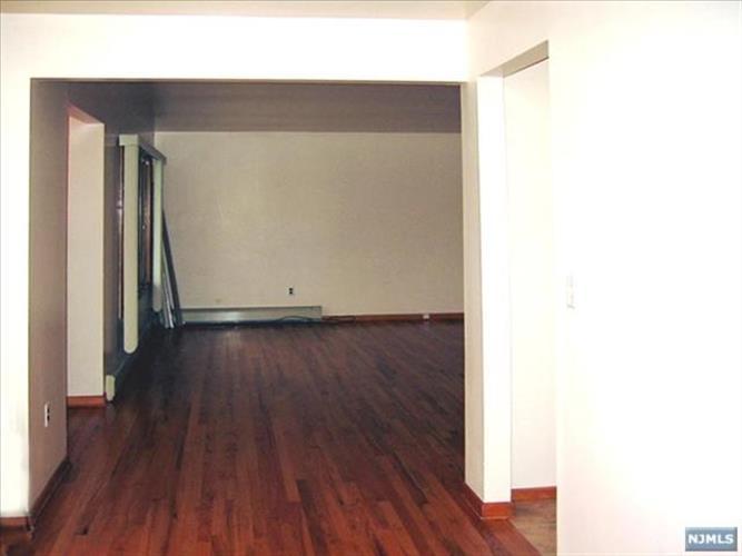 538 Hillside Street, Unit #1s 1st, Ridgefield, NJ - USA (photo 4)