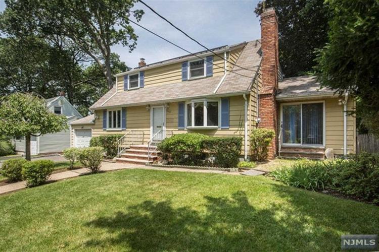 345 E Woodland Rd, New Milford, NJ - USA (photo 2)