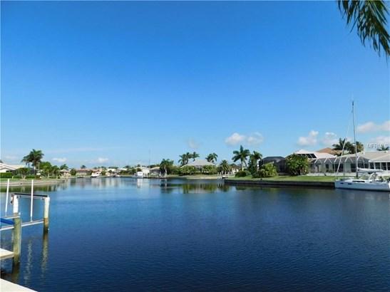 Single Family Residence, Traditional - PUNTA GORDA, FL (photo 1)