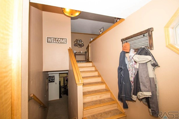 Split Foyer, Single Family - Hartford, SD (photo 3)