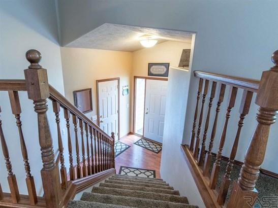 Split Foyer, Single Family - Harrisburg, SD (photo 2)
