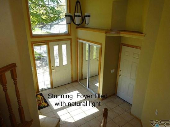 Split Foyer, Single Family - Brandon, SD (photo 2)