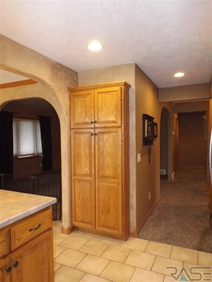 Split Foyer, Single Family - Tea, SD (photo 4)
