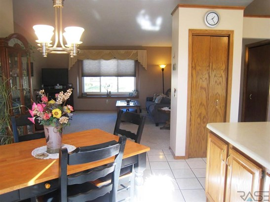 Split Foyer, Single Family - Sioux Falls, SD (photo 5)