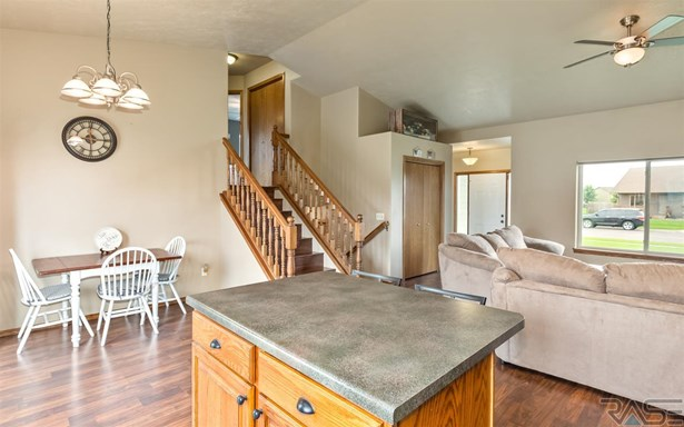 Multi Level, Single Family - Harrisburg, SD (photo 4)