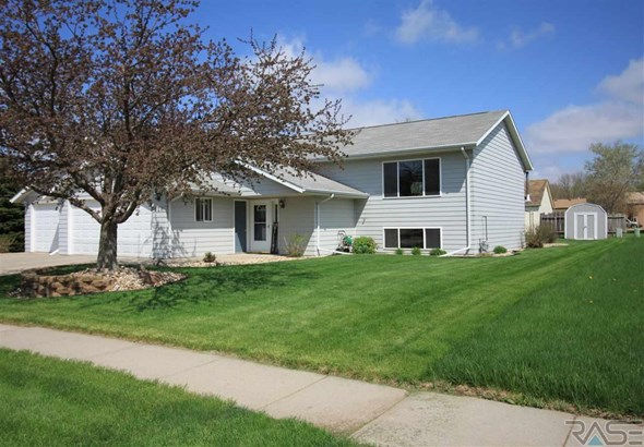 Split Foyer, Single Family - Lennox, SD (photo 2)