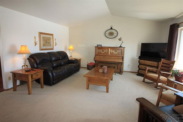 Split Foyer, Single Family - Lennox, SD (photo 3)