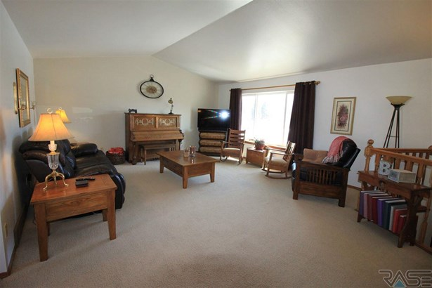 Split Foyer, Single Family - Lennox, SD (photo 5)