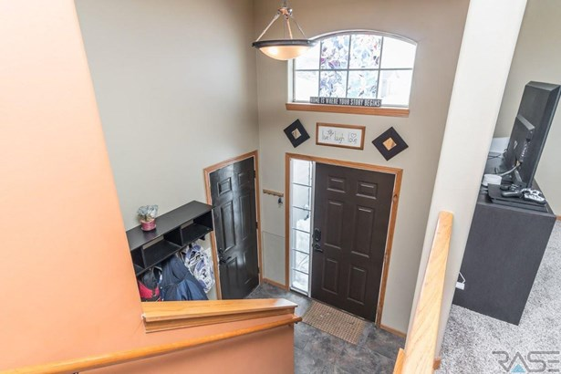 Split Foyer, Single Family - Worthing, SD (photo 2)