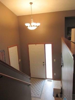 Split Foyer, Single Family - Crooks, SD (photo 2)