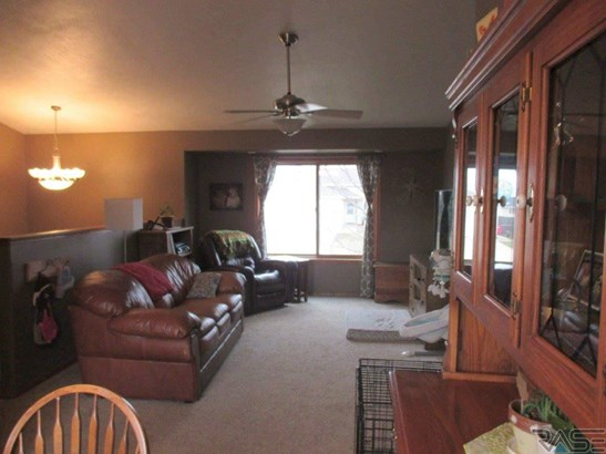 Split Foyer, Single Family - Crooks, SD (photo 3)