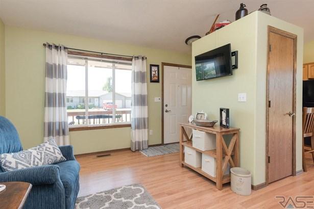 Multi Level, Single Family - Harrisburg, SD (photo 2)