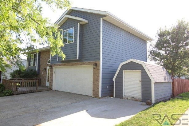 Multi Level, Single Family - Worthing, SD (photo 2)