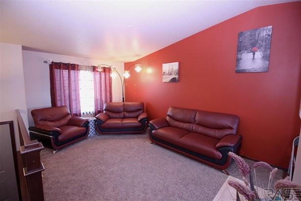 Split Foyer, Single Family - Sioux Falls, SD (photo 3)