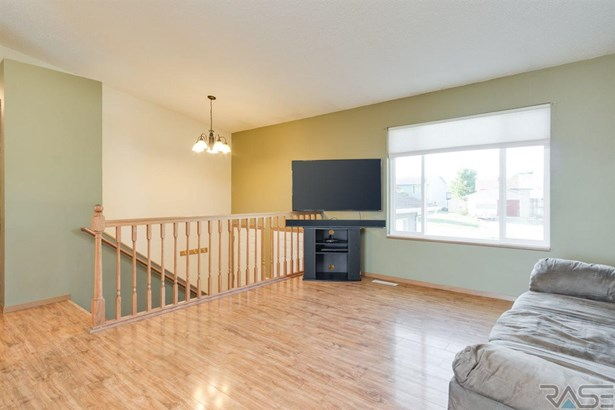 Split Foyer, Single Family - Baltic, SD (photo 2)