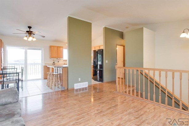 Split Foyer, Single Family - Baltic, SD (photo 3)