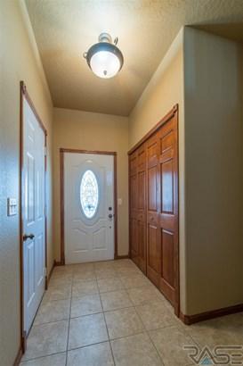 Split Foyer, Single Family - Brandon, SD (photo 4)