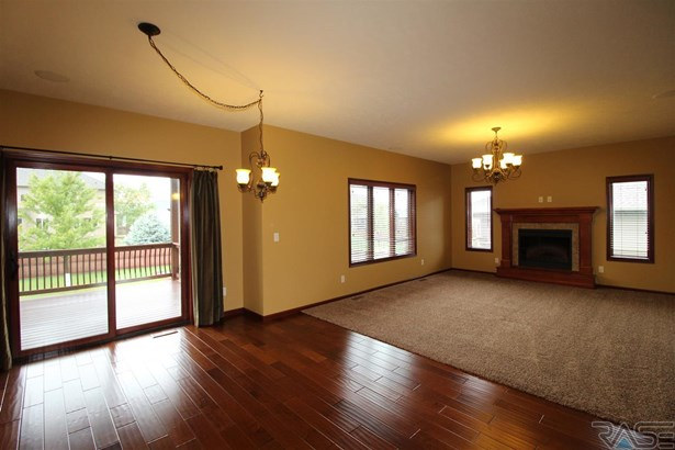 Two Story, Single Family - Sioux Falls, SD (photo 4)