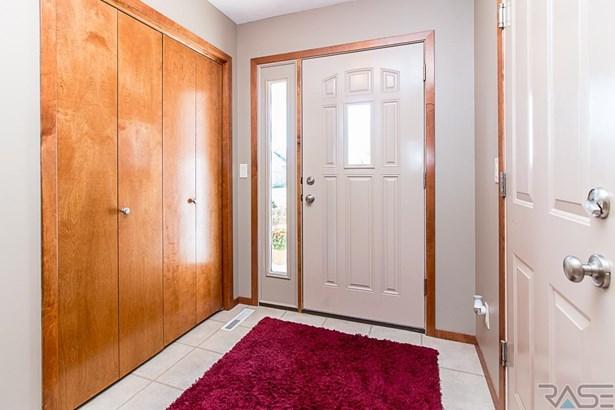 Split Foyer, Single Family - Sioux Falls, SD (photo 5)