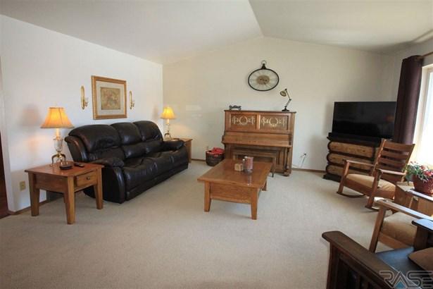 Split Foyer, Single Family - Lennox, SD (photo 3)