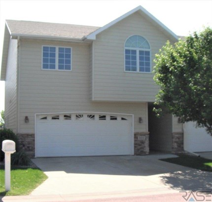 Two Story, Town Home - Brandon, SD (photo 1)