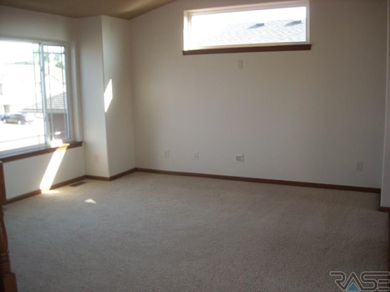 Split Foyer, Single Family - Harrisburg, SD (photo 3)