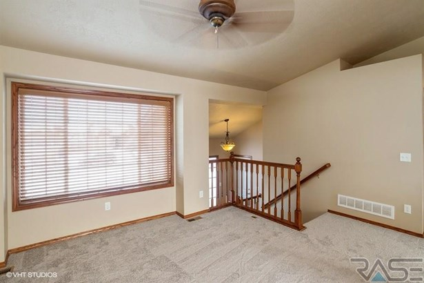 Split Foyer, Single Family - Sioux Falls, SD (photo 2)