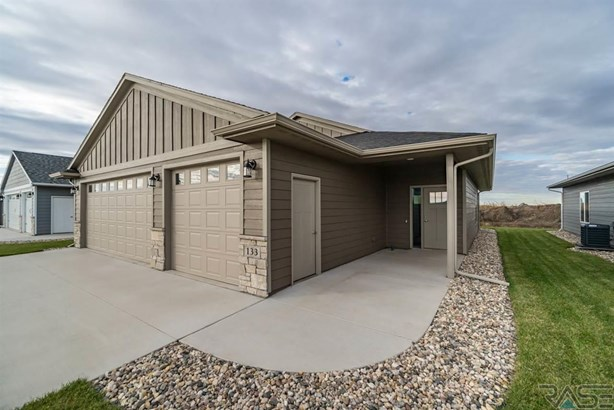 Ranch, Single Family - Harrisburg, SD