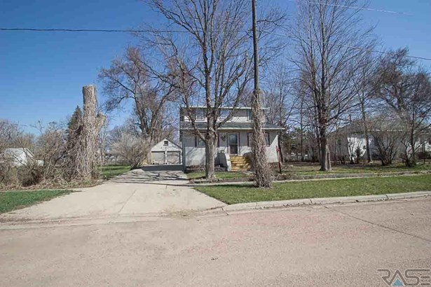 1.5 Story, Single Family - Lennox, SD (photo 1)