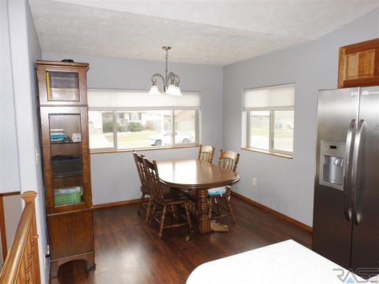 Split Foyer, Single Family - Tea, SD (photo 5)