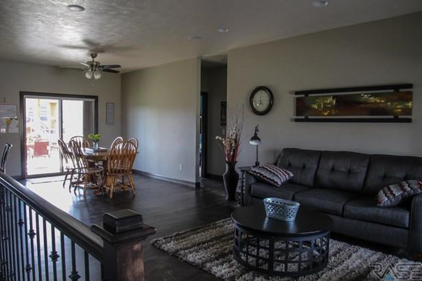 Ranch, Single Family - Hartford, SD (photo 3)