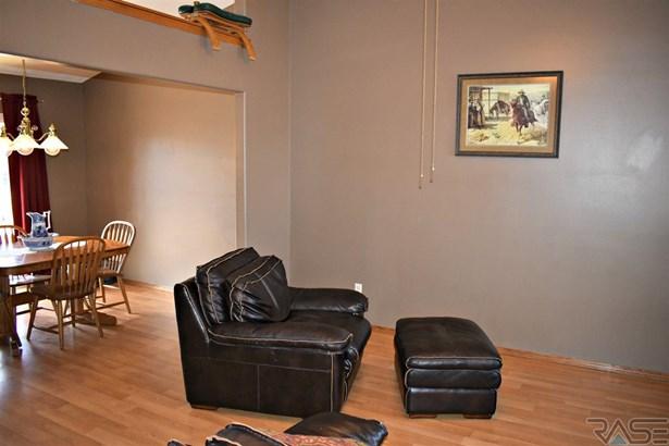 Split Foyer, Single Family - Brandon, SD (photo 5)
