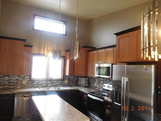 Split Foyer, Single Family - Tea, SD (photo 3)