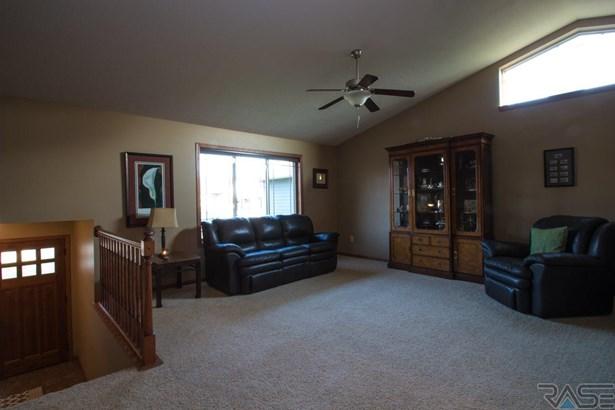 Split Foyer, Single Family - Hartford, SD (photo 5)