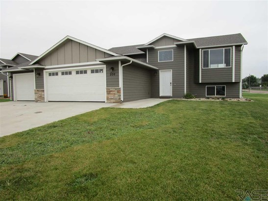 Split Foyer, Single Family - Harrisburg, SD