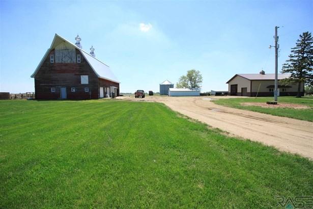 Ranch, Single Family - Hurley, SD (photo 3)